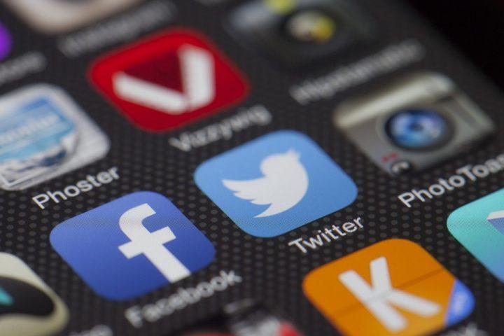 Generation Y och Z använder sociala medier mer än någonsin